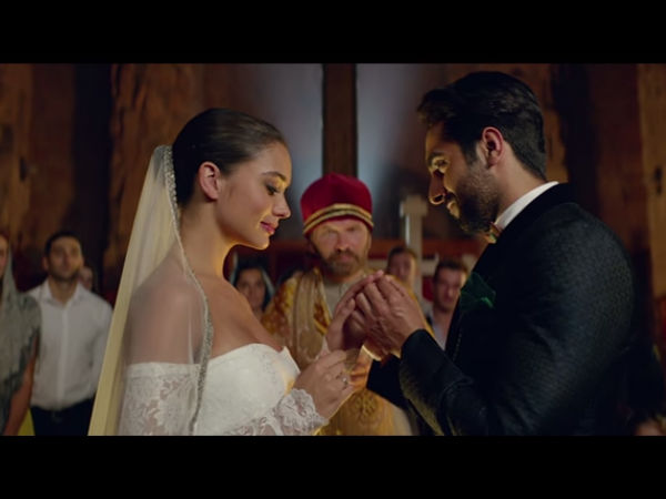 Ayushmann Khurrana & Amy Jackson Recreate Nusrat Fateh Ali Khan's Song!