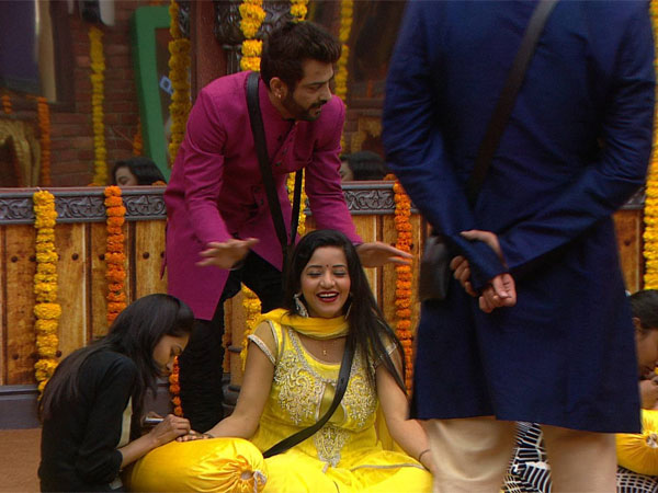 Bigg Boss Contestants With Mona During Mehndi Event
