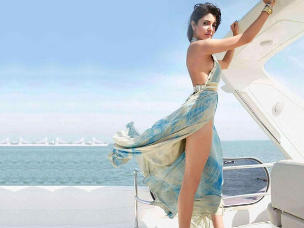 Anushka Sharma Hot Legs Beach Boat