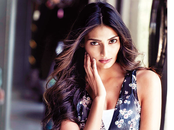 Don't Love All Public Scrutiny: Athiya Shetty