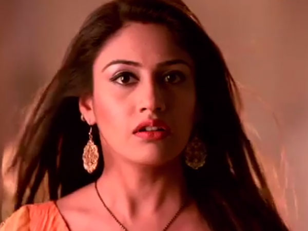 Ishqbaaz SPOILER: Anika Finally Hears 'Pyaar Ki Ghanti'; Will She Confess Her Feelings To Shivaay?