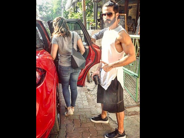 Shahid Not Comfortable With Paparazzi