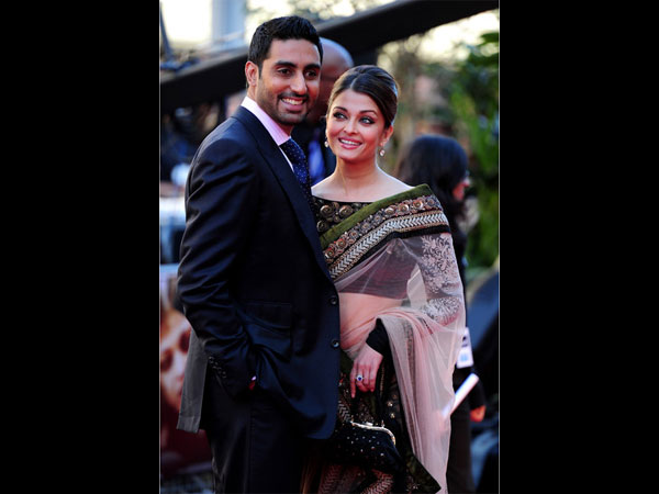 The Way Aishwarya Is Looking At Abhishek