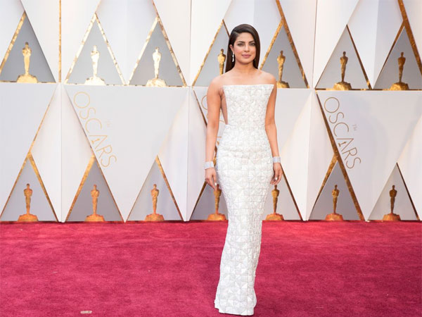 oscars-2017-priyanka-chopra-stuns-in-white-reminds-aib-of-kaju-katli