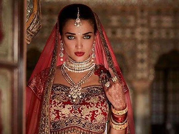 OH MY! Amy Jackson's Bridal Avatar For Rajinikanth & Akshay Kumar Starrer Robot 2.0 Is Breathtaking!