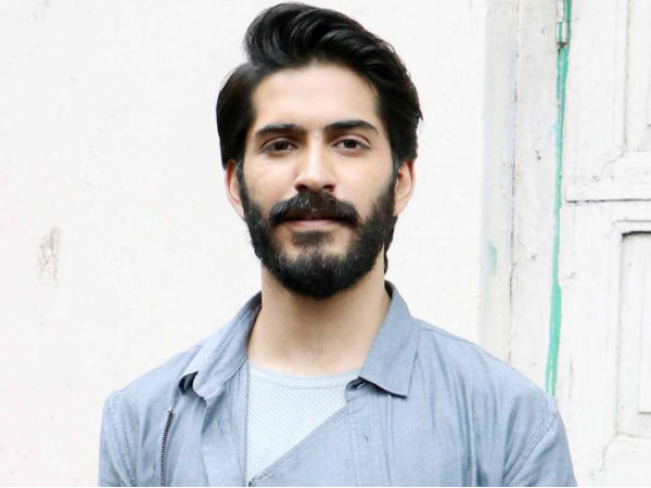 A Spooky Female Fan Is Stalking Harshvardhan Kapoor?