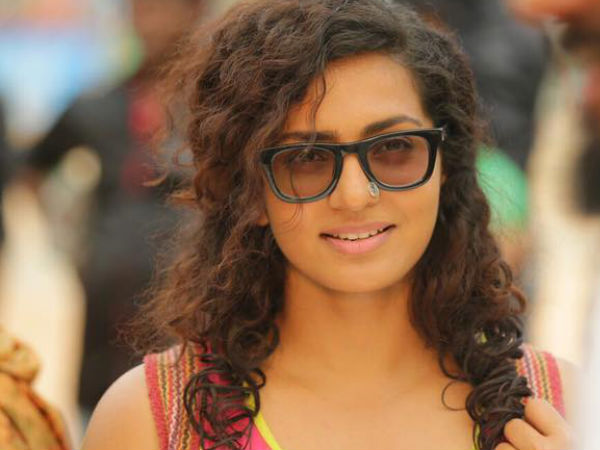 WOW! Parvathy All Set To Make Her Bollywood Debut!