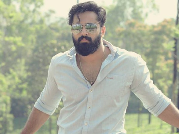 WOW! Unni Mukundan Croons For Achayans!