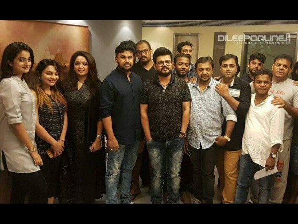 Dileep, Kavya Madhavan & Team Off To The USA!