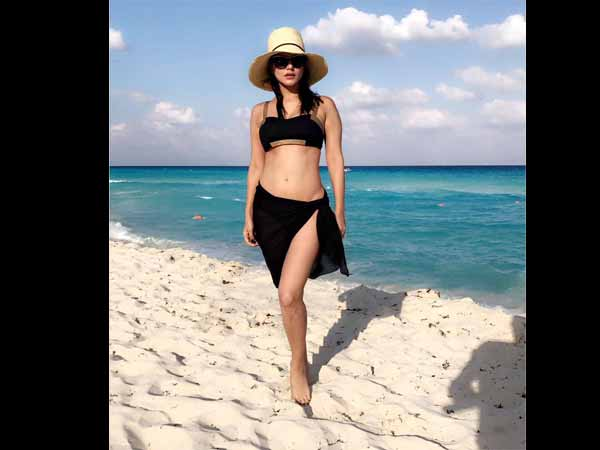 Queen Of Sultriness! Sunny Leone Looks Piping Hot In A Beachwear; Spotted At Cancun Beach [Pictures]