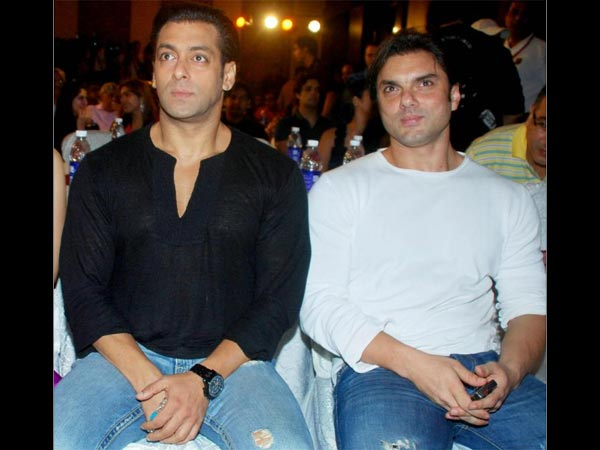 HE FIRED HER! After Sanjay Dutt; Salman Khan's Manager Creates PROBLEMS Between Him & Sohail Khan!