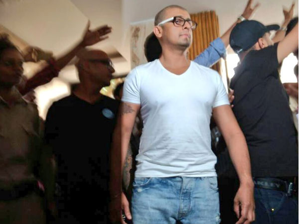 sonu-nigam-shaves-off-his-head-in-protest-after-the-azaan-controversy-see-picture