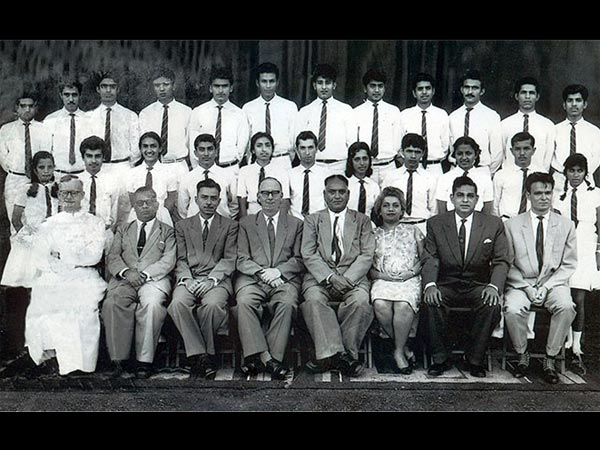Can You Guess Where Vinod Khanna Is In This School Group Picture?