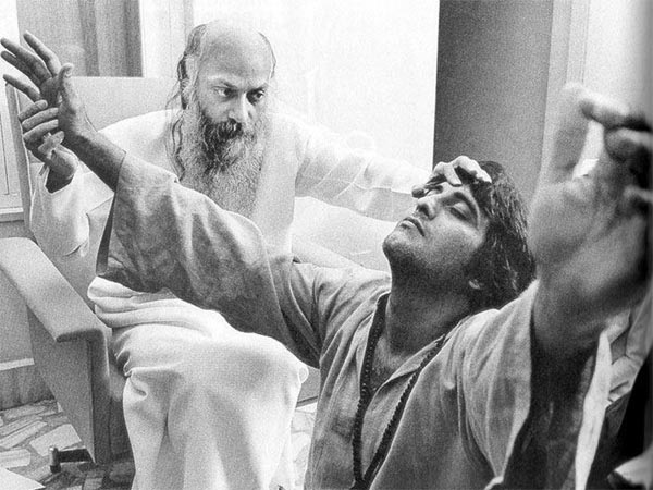 When Vinod Khanna Revealed Why He Left The Glamorous Bollywood & Became A Sanyasi In Osho's Ashram!