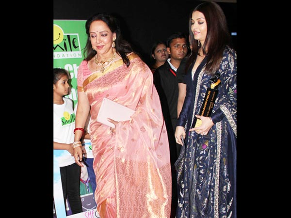 Aishwarya Also Protected Hema Malini From The Crowd