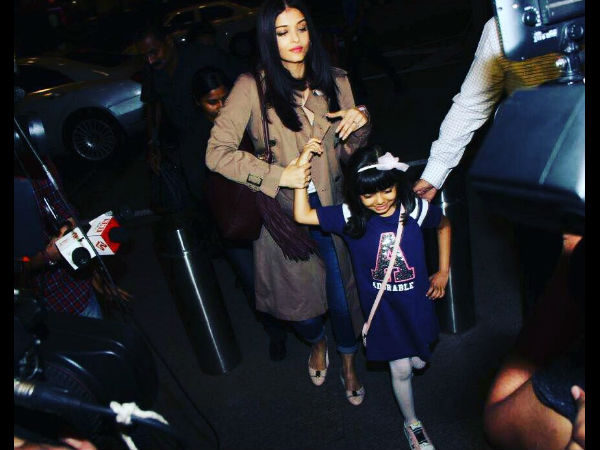 Aaradhya Goes All Smiles