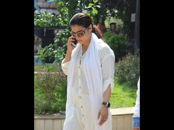 Kajol Pays Her Last Respects