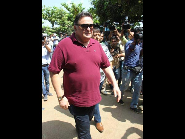 Rishi Kapoor Attends The Funeral