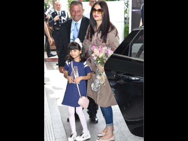 Aishwarya Arrives With Aaradhya