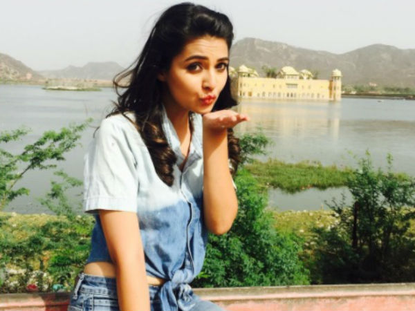 Mansi Requests Fans To Accept Her!