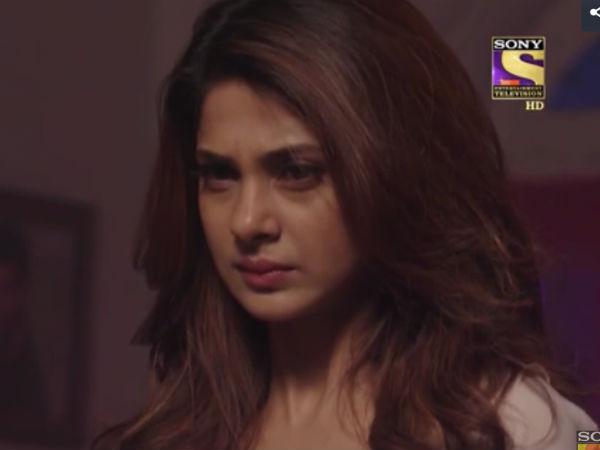 Maya hits Samay with a bat with an intention to kill him