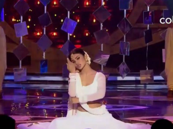 Mouni's Special Dance Performance!