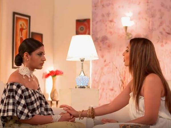 Anika & Tia Join Hands To Expose Pinky!