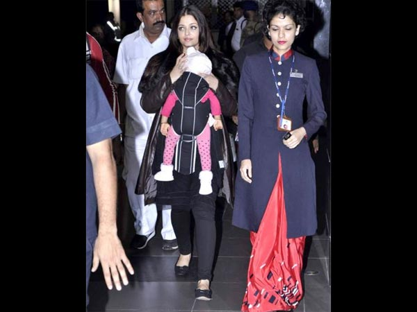 Aishwarya Also Used Props To Hide Aaradhya's Face