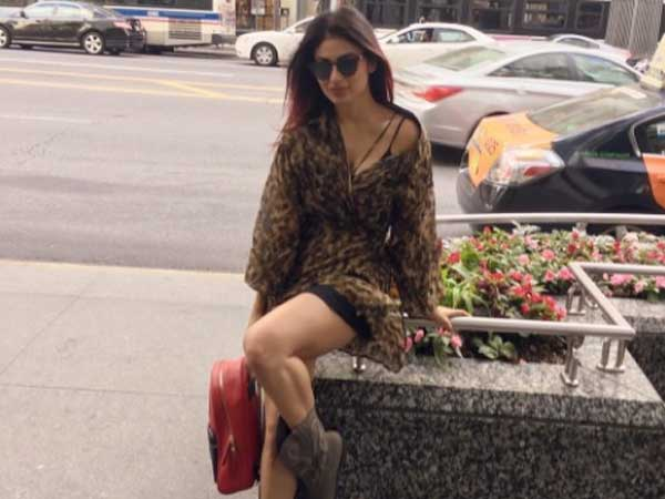 Mouni Chilling In Chicago