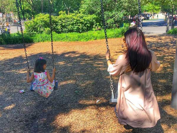 Aishwarya Rai Bachchan Goes On A Swing Ride With Aaradhya; Abhishek Bachchan Captures Their Cuteness