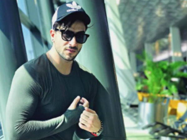 Oh No! Yeh Hai Mohabbatein Actor Aly Goni's Fan Slits Wrist!