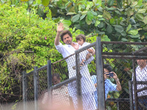 Lovely Pics! Shahrukh Khan Greets Fans With AbRam; Says Can't Thank People Enough For Tolerating Him