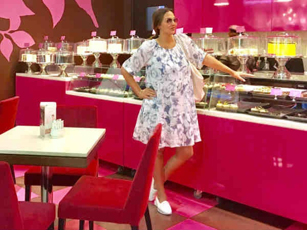 CUTE AS BUTTON! This Is What Mom-To-Be Esha Deol Does When She Needs A 'Sugar Rush' While Shopping
