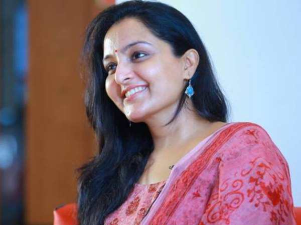 PIC TALK! Manju Warrier's Mohanlal Act Goes Viral!