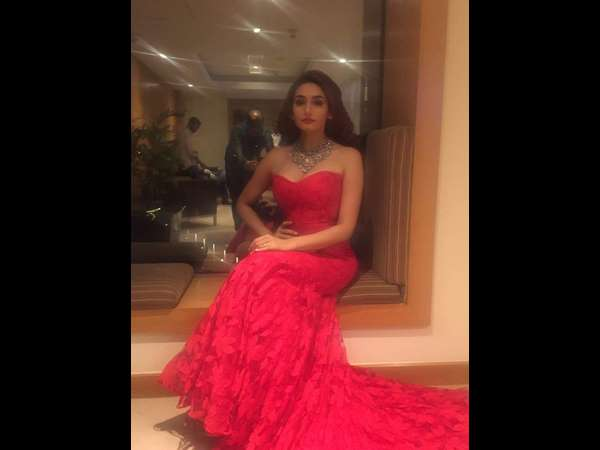 ragini dwivedi dress