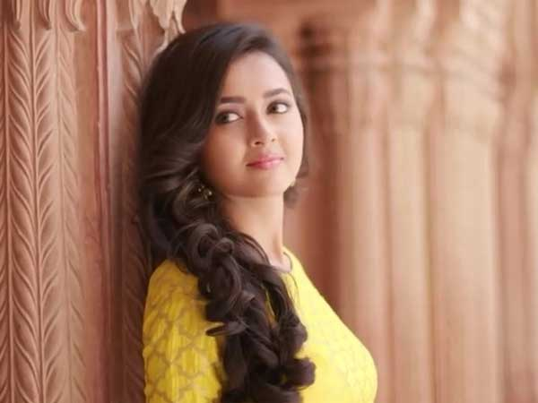 Beware! Tejaswi Prakash Wayangankar Doesn't Approve Of Guys Flirting With Her!