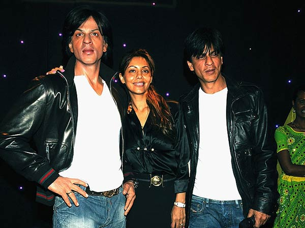 Gauri With SRK & His Wax Statue