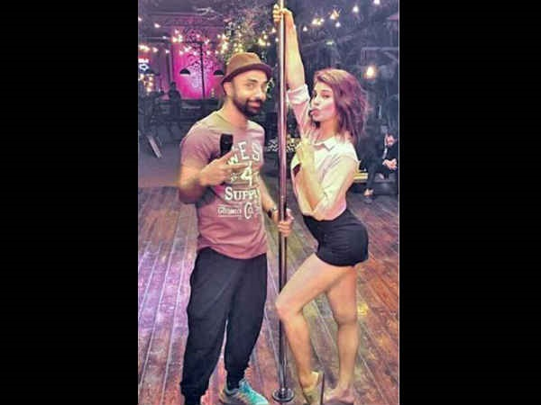 Jacqueline Fernandez's pole dance is impeccable and sizzling at the same time