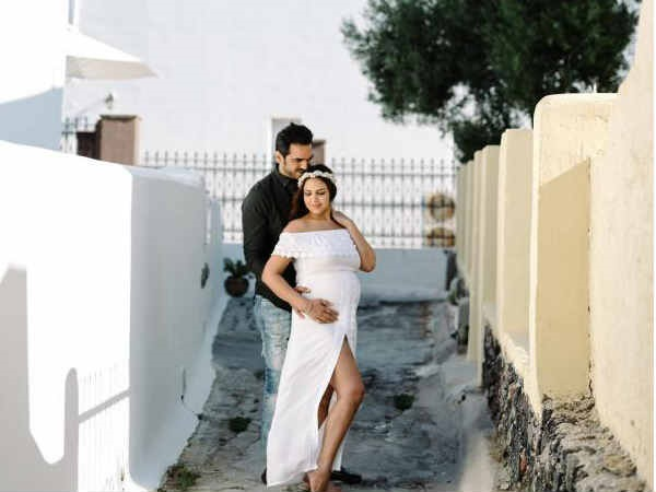 Esha Deol wins over the internet by flaunting her baby bump