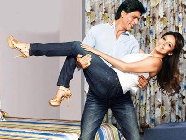 Shahrukh Khan Blushes Like A Teenage Girl When Asked A Lovey-dovey Question About Gauri Khan!
