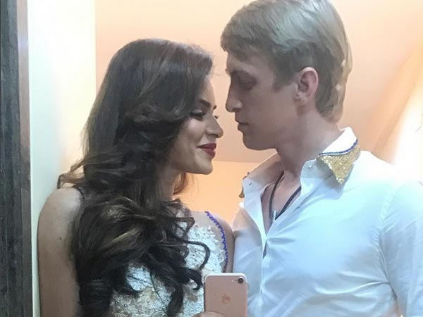 Winter wedding for Aashka & Brent