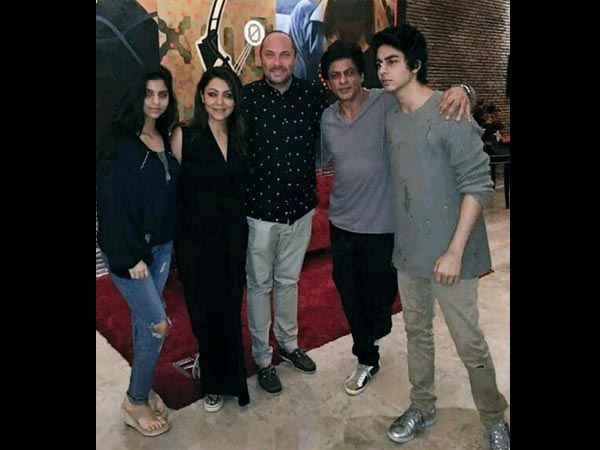 Gauri-SRK With Suhana & Aryan