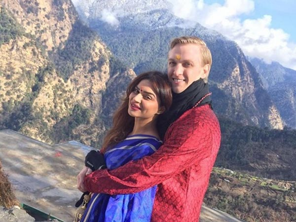 It's A Gujarati Style Wedding For Aashka Goradia & Brent Goble!