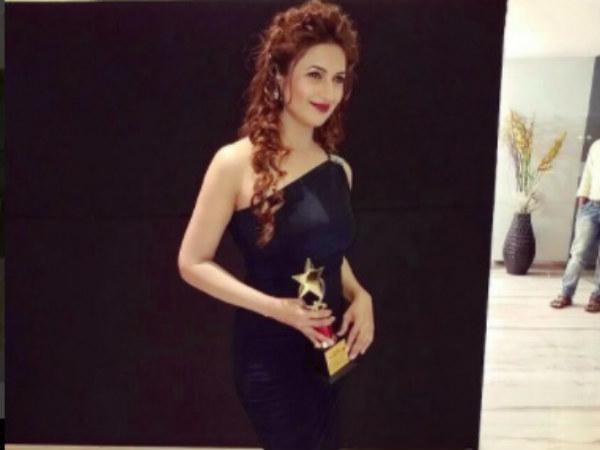 Divyanka Tripathi Bags Another Award!
