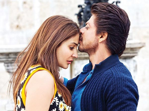 Shahrukh Khan Even Can Romance A Microphone, Says Anushka