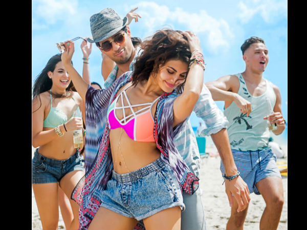 when-sidharth-malhotra-and-jacqueline-fernandez-baat-ban-jaye-shoot-into-a-beach-party