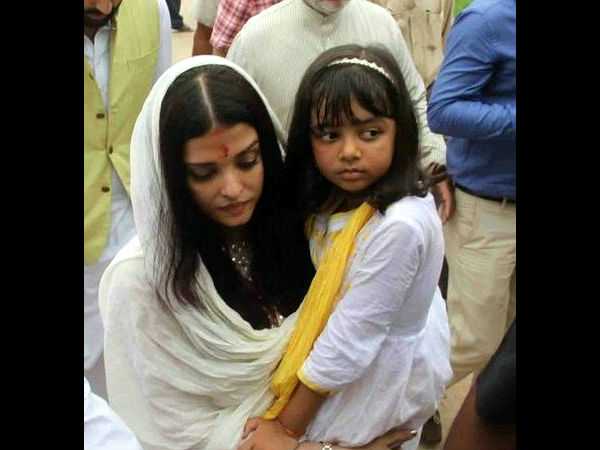 Aishwarya immerses father's ashes at Sangam