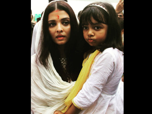In Pic: Aishwarya Rai Carrying Aaradhya