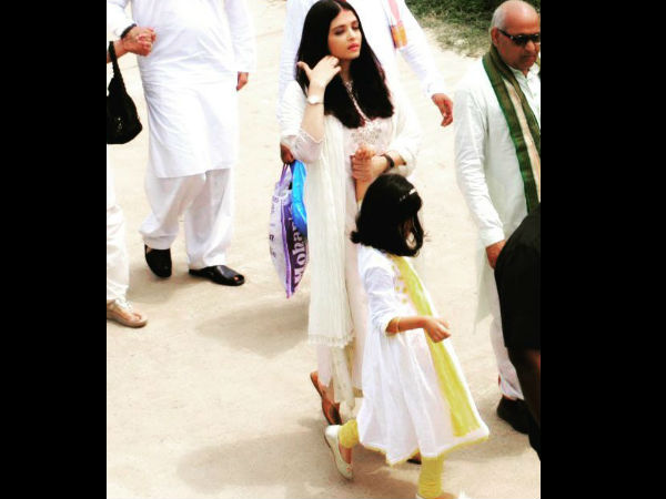 Aishwarya Rai Sporting A White Ethnic Wear