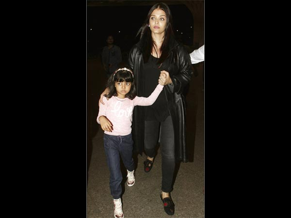 Aaradhya With Mommy
